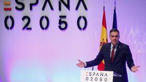 Man announcing Spain's 2050 plan for a circular economy
